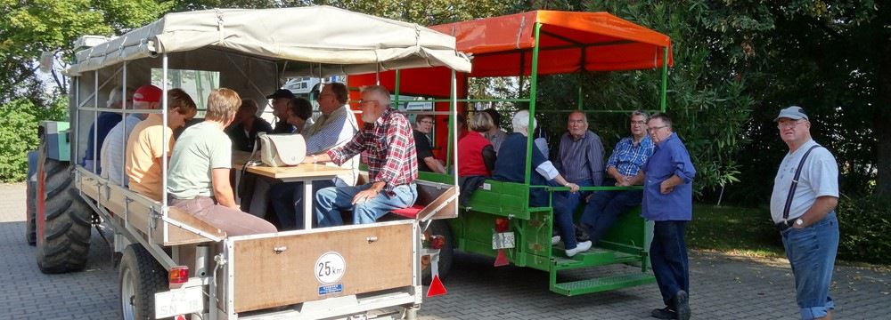 Herbstfest beim Weingut Borntaler Hof - Winzer Benno Lang fährt mit Gästen zur Handwein-Lese